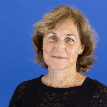 Mrs Robyn Carlise